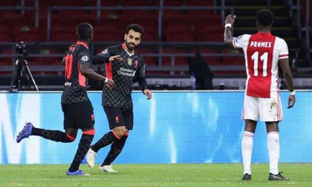 Liverpool bất ngờ dẫn bàn dù bị ép sân nhờ nỗ lực của Mane và cái chân của Tagliafico
