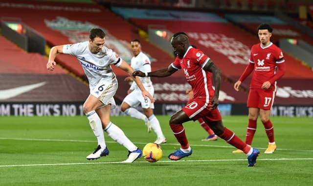 Leicester City bị cuốn vào lối chơi tấn công vũ bão của Liverpool