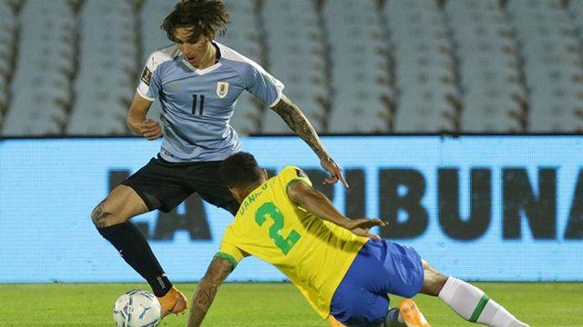 Nunez sút bóng trúng xà ngang Brazil