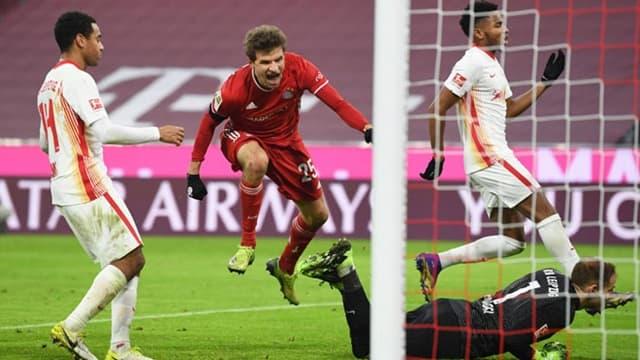 Bayern Munich gặp khó trước RB Leipzig nhưng vẫn thoát hiểm khi Thomas Muller tỏa sáng
