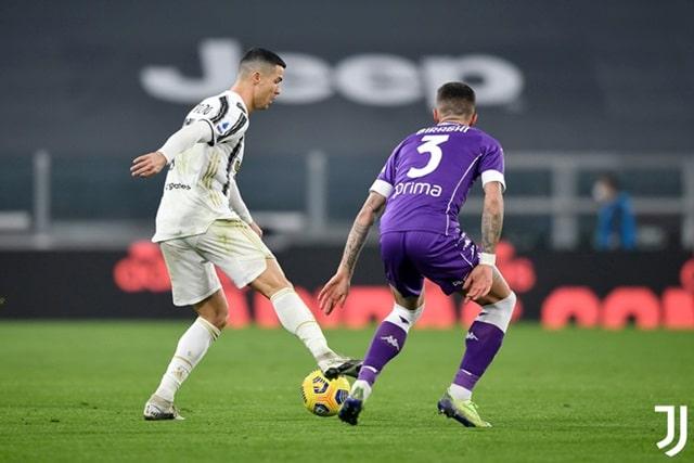 """Ronaldo và đồng đội nhận """"gáo nước lạnh"""" ngay từ phút thứ 3"""