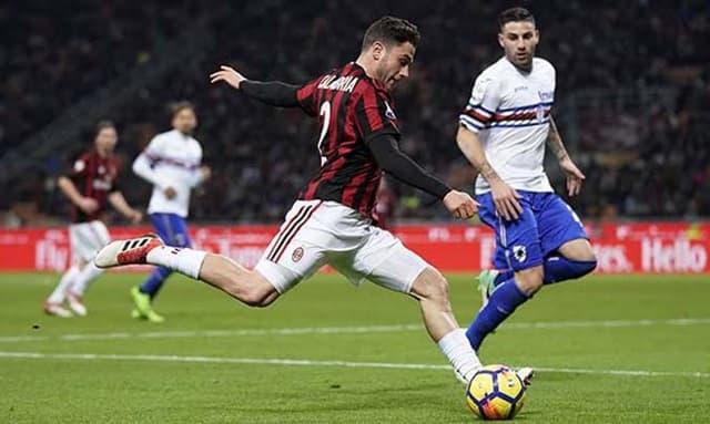 AC Milan (áo đỏ đen) vượt khó trên sân Sampdoria