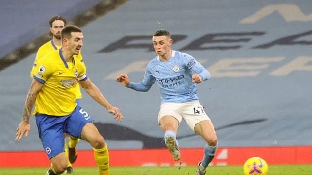 Foden (áo xanh) ghi bàn thắng duy nhất của trận đấu