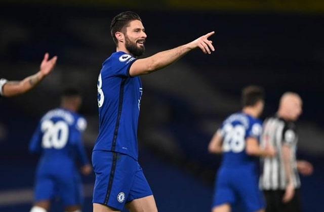 Giroud vào sân thay Abraham gần giữa hiệp 1 và đã giúp Chelsea tạo sự khác biệt trước Newcastle
