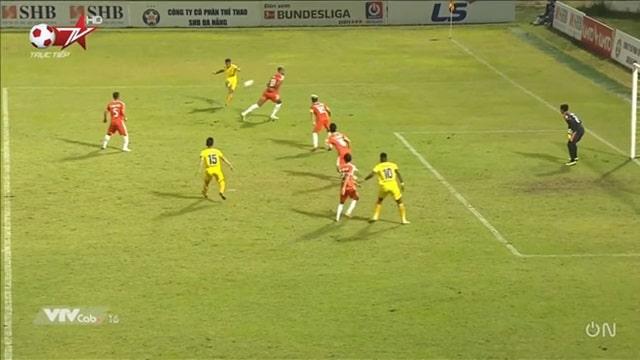 Phan Văn Đức tỏa sáng với cú đúp rực rỡ vào lưới đội đầu bảng V-League