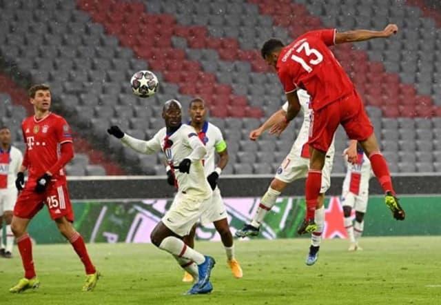 Bayern (áo đỏ) tấn công tận hiện, nhưng PSG lại xuất sắc hơn