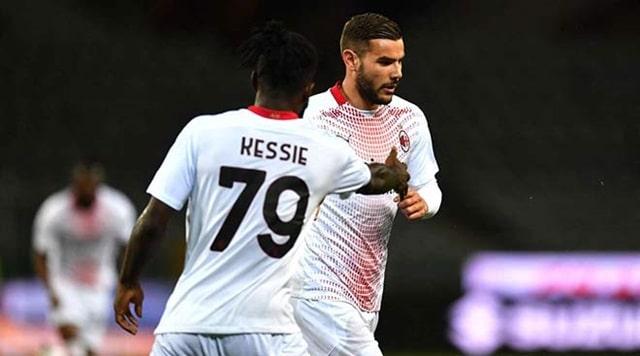 Theo Hernandez sút chân trái đẹp mắt đưa AC Milan dẫn bàn trước khi Kessie nhân đôi cách biệt từ chấm 11m