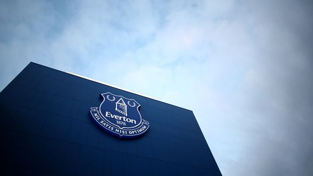 Một cầu thủ Everton đang bị điều tra