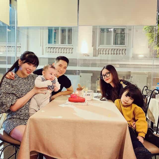 Vợ và 3 con của BLV Quốc Khánh
