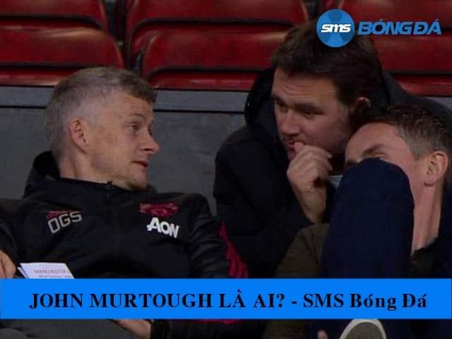 John Murtough và Ole Gunnar Solskjaer thảo luận trên khán đài