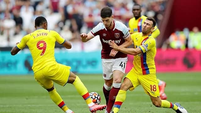 West Ham (áo nâu sẫm) gặp không ít khó khăn trước Crystal Palace