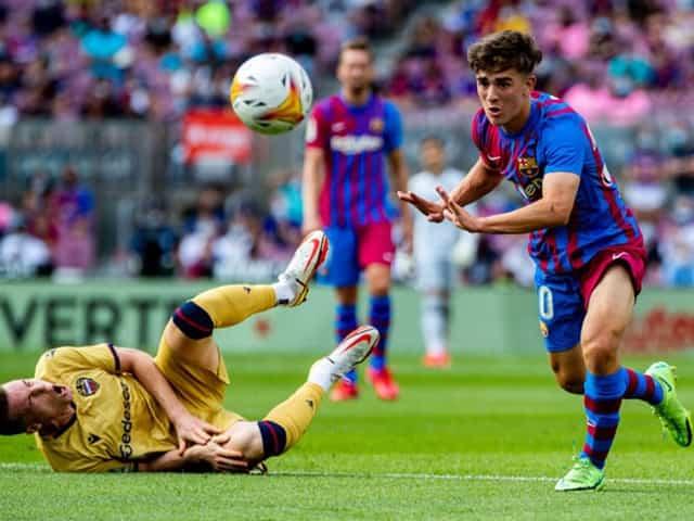 Barcelona áp đảo đối thủ trong hiệp đầu tiên