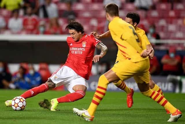 Bàn thua sớm khiến Barcelona gặp khó trước Benfica