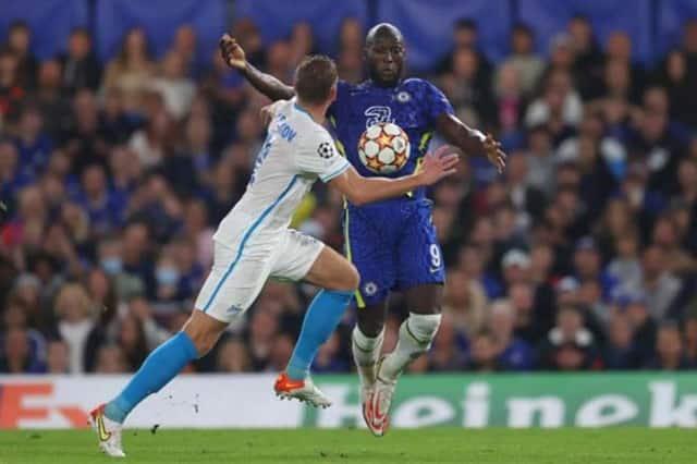 Lukaku (áo xanh thẫm) tiếp tục chơi tốt cùng Chelsea khi tiếp Zenit ở Champions League