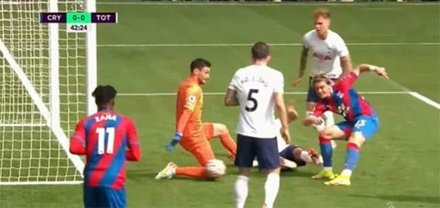 Tottenham thoát bàn thua rất may mắn ở cuối hiệp 1 trước cơ hội của Conor Gallagher