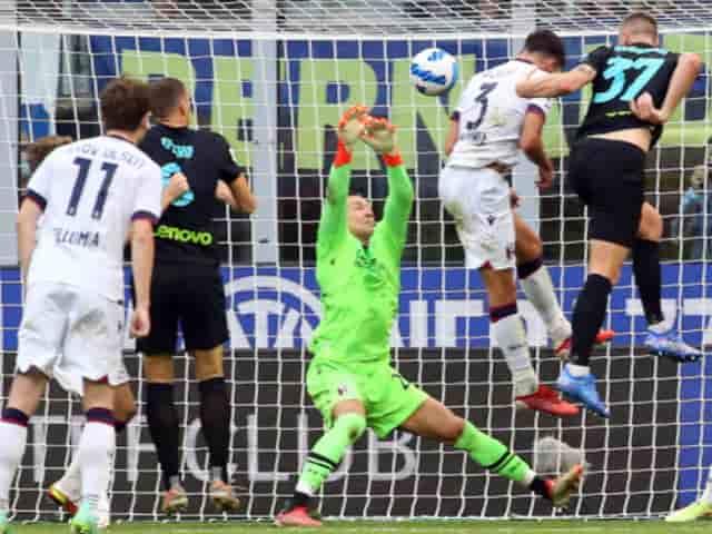 Lối chơi tấn công dồn dập của Inter khiến Bologna mắc nhiều sai lầm