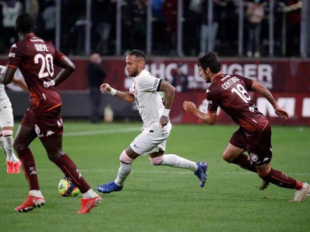 Neymar không thể hiện được nhiều vì bị kèm chặt
