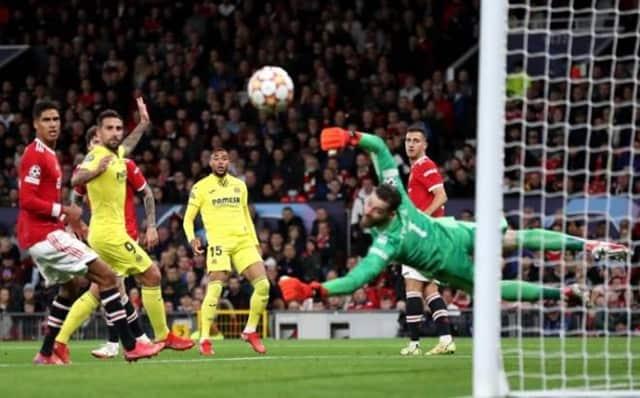 MU (áo đỏ) gặp nhiều khó khăn trước Villarreal