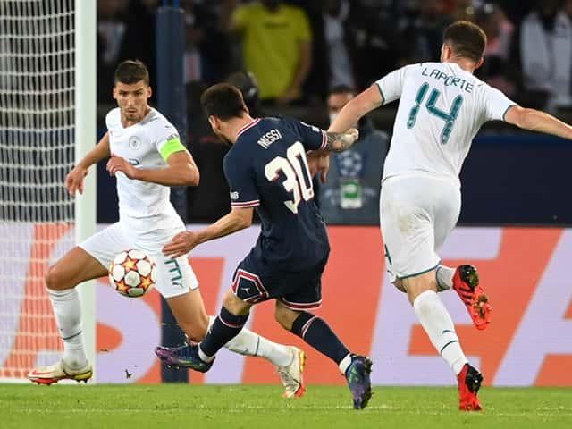 Cả Laporte lẫn Dias đều không thể ngăn cản Messi