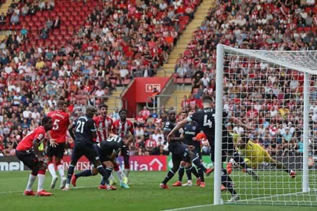 Declan Rice giải cứu West Ham trên vạch vôi ở phút 90+2