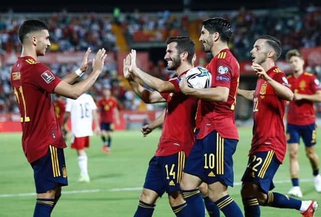 Tây Ban Nha thắng tưng bừng dù 2 lần bị VAR từ chối