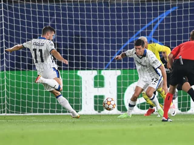 Freuler mở tỉ số trận đấu với một cú dứt điểm đẹp mắt