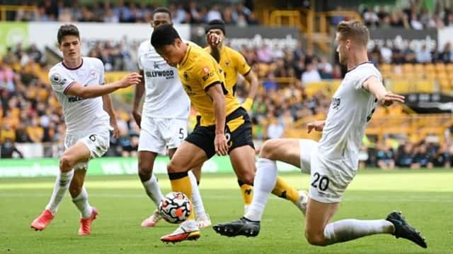 Hwang Hee Chan thi đấu nổi bật trong hiệp 2 nhưng không thể giúp Wolves tránh khỏi thất bại trên sân nhà
