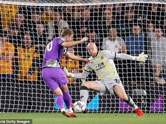 Harry Kane nâng tỉ số lên thành 2-0 cho Tottenham