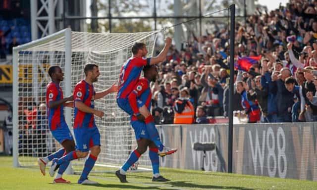 Crystal Palace chơi kiên cường trong hiệp 2 với những bàn thắng cực nhanh